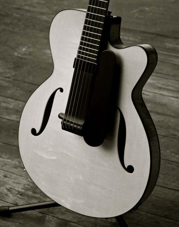 """A fine archtop guitar – """"Oscar"""""""