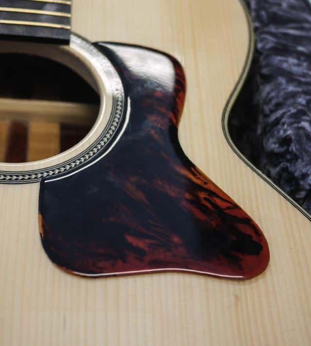 Gibson style pickguard